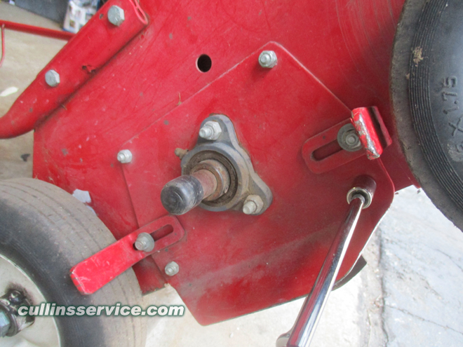 How to change blades on a overseeder Remove 6 Bolts on Left Cullins Service